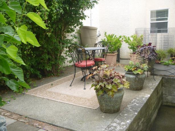 Beautiful Furnished 1br With Courtyard Esquimalt View