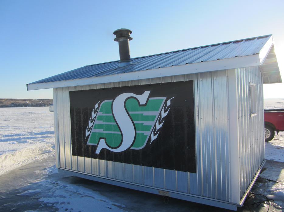 Ice fishing shack east regina regina for Ice fishing shacks