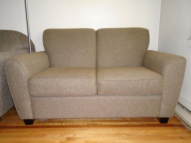 61 155cm loveseat bought last year at leons montreal for Chez leon meuble quebec