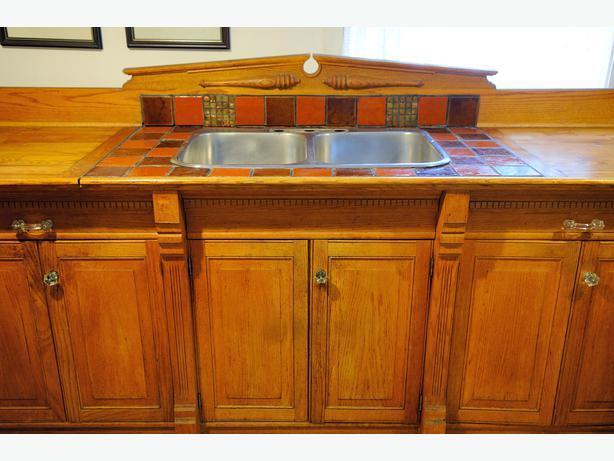 Oak kitchen counter cabinets victoria city victoria mobile for Kitchen design 70115