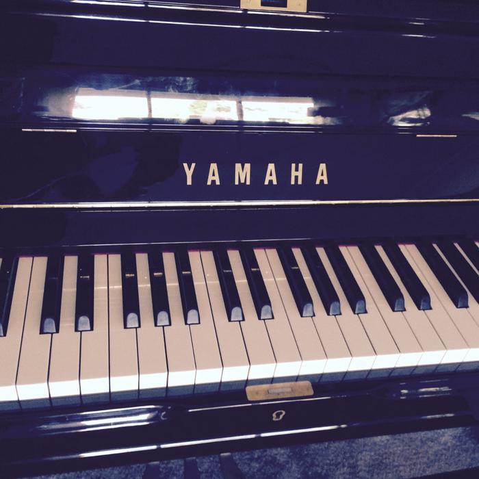 Price reduced yamaha upright baby grand piano oak bay for Yamaha piano store winnipeg