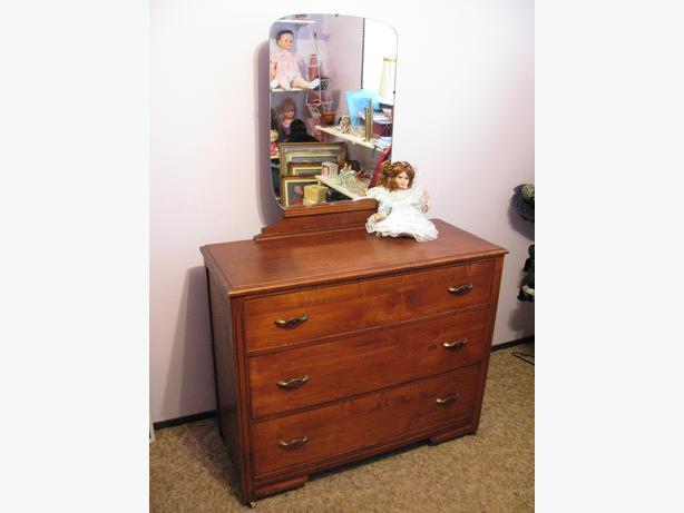 Estate Sale Vintage Or Antique Maple Dresser With Mirror