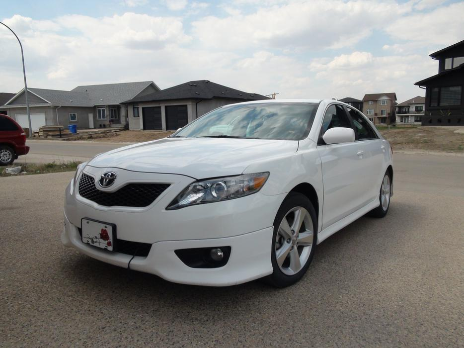 2010 toyota camry se v6 low km south regina regina. Black Bedroom Furniture Sets. Home Design Ideas