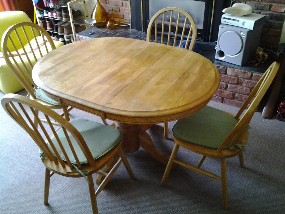 SOLID WOOD KITCHEN OR DINING TABLE4 CHAIRS Victoria