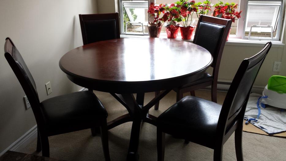 Excellent used condition round dining room table with  : 47196689934 from www.usedvictoria.com size 934 x 525 jpeg 56kB