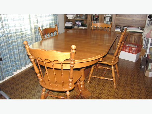 Roxton Solid Maple Table And Chairs Price Slashed Saanich Victoria