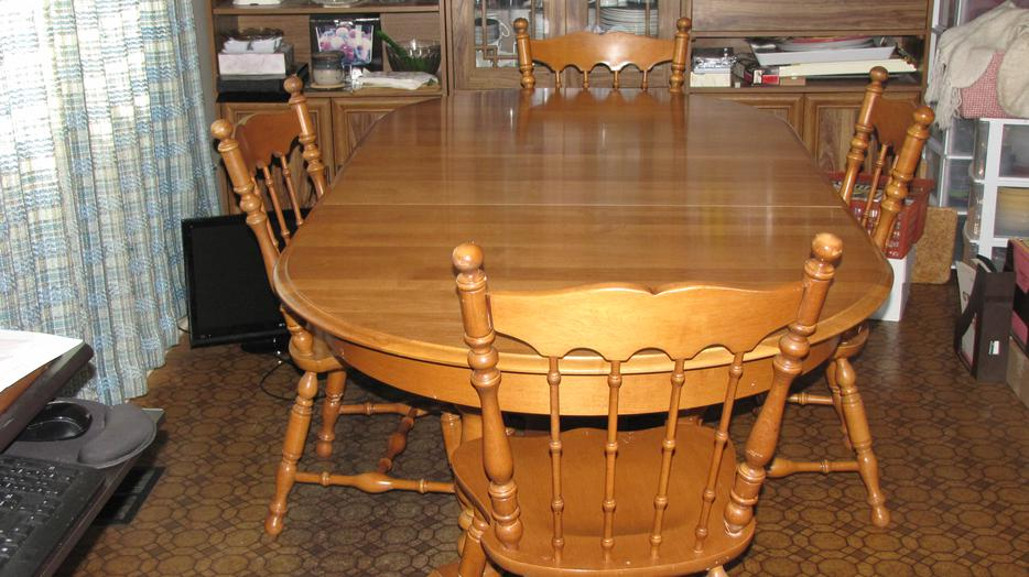 Roxton solid maple table and chairs price slashed