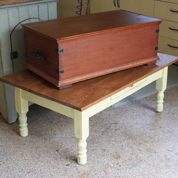 Antique linen chest qualicum nanaimo for Housse causeuse linen chest