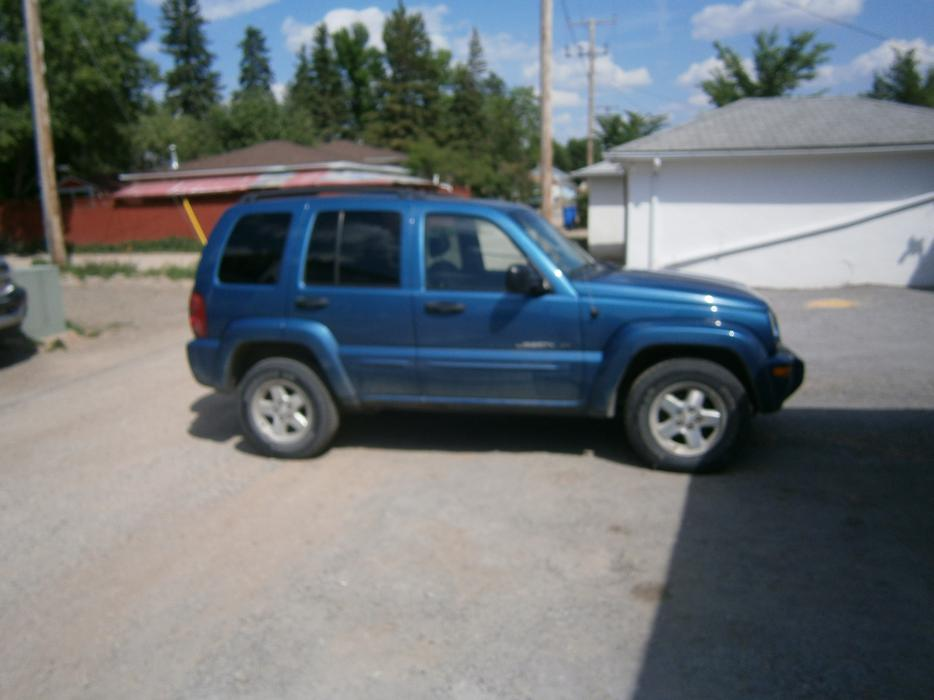 2003 jeep liberty full 4x4 limited edition sunroof and ice cold a c east regina regina mobile. Black Bedroom Furniture Sets. Home Design Ideas