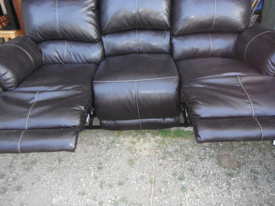 Ashley 3 Piece Couch Recliner Set Duncan Outside Nanaimo