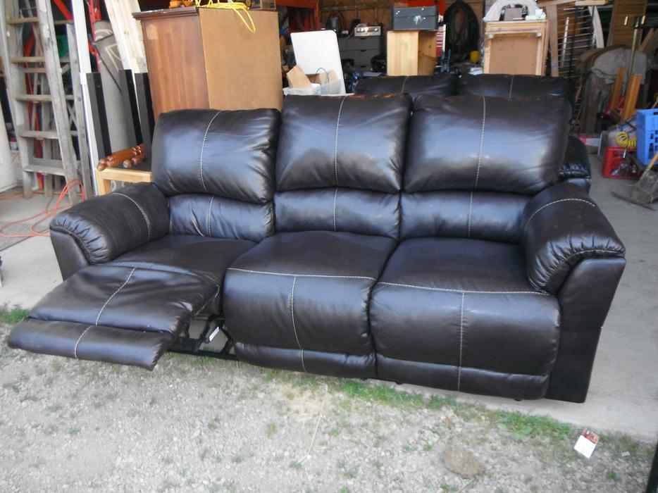 Ashley 3 piece couch/recliner set- Duncan Outside Nanaimo, Nanaimo - MOBILE
