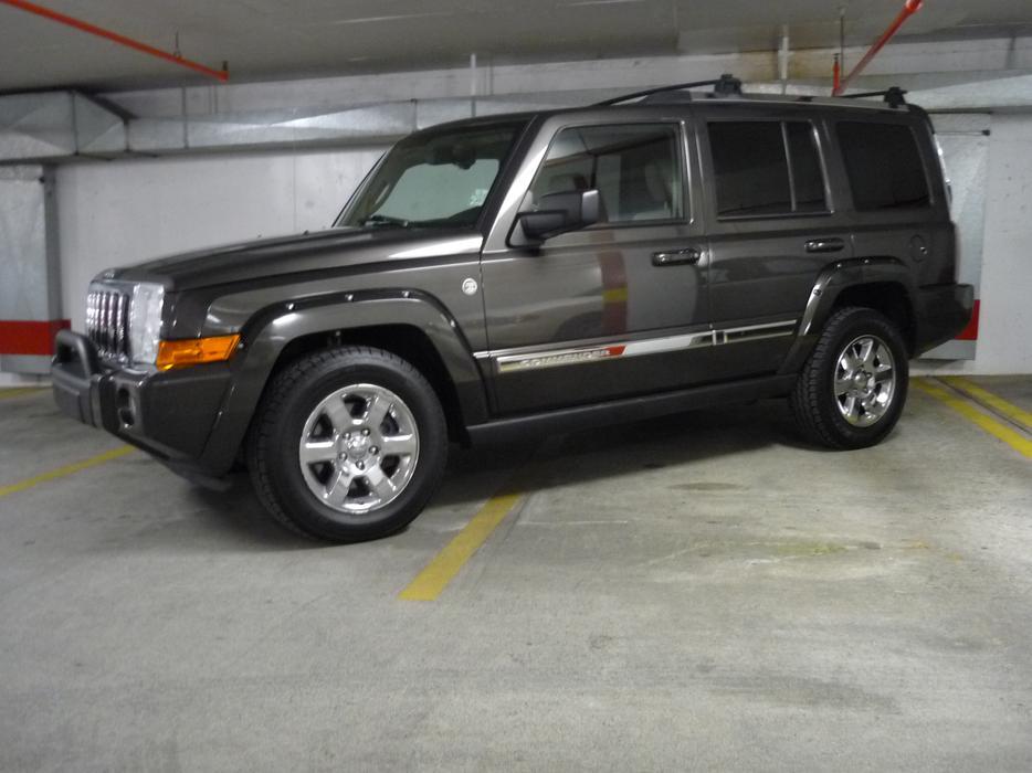 2006 jeep commander limited 5 7 litre hemi 4x4 7 passenger victoria city victoria. Black Bedroom Furniture Sets. Home Design Ideas