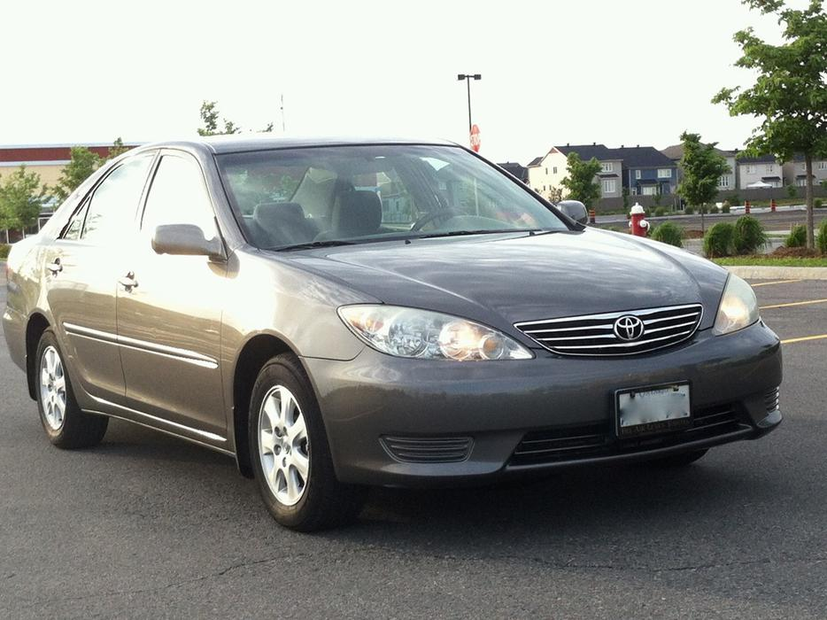 toyota camry le senior driven dealer maintained kanata. Black Bedroom Furniture Sets. Home Design Ideas