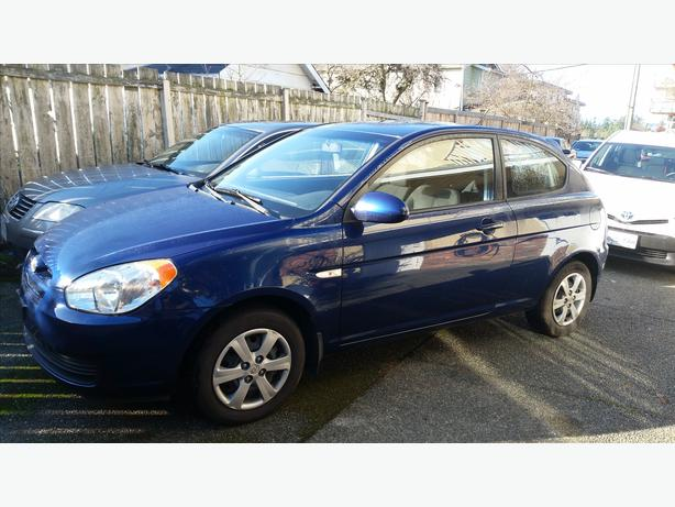 low km blue 2008 hyundai accent with manual transmission. Black Bedroom Furniture Sets. Home Design Ideas