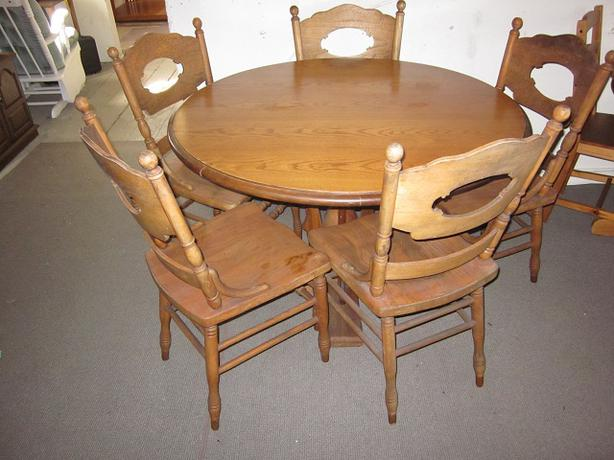 Very nice looking antique dining table 5 chairs victoria for Really cool dining tables