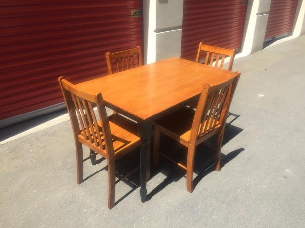 beautiful solid wood table and chairs i can deliver 250 208 3174