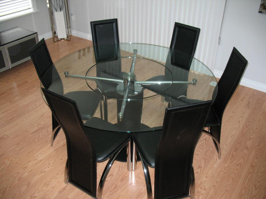 PRICE REDUCED 70 INCH ROUND DINING TABLE 6 LEATHER HIGH BACK CHAIRS Chilliw