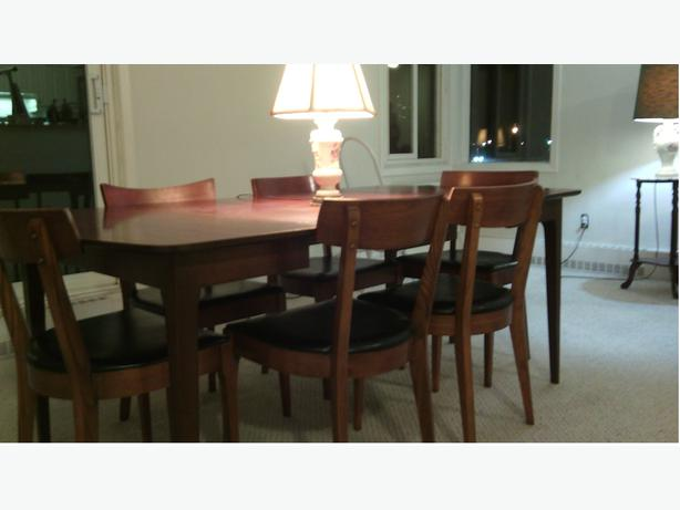 Priced to sell solid wood dining room set kanata ottawa for Dining room tables 38 inches wide