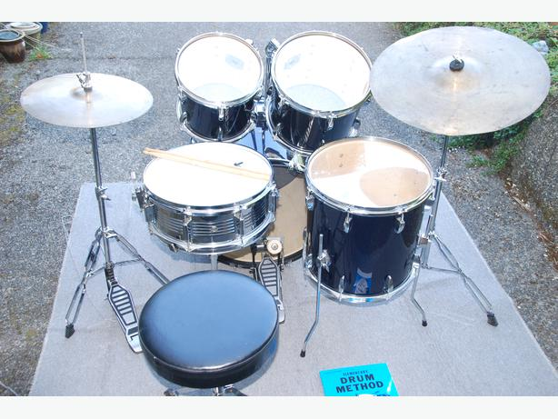 complete drum set package w 20 inch kick drum price reduced central nanaimo nanaimo. Black Bedroom Furniture Sets. Home Design Ideas