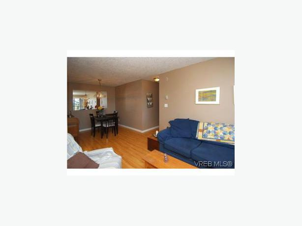 2 bedroom 1 1 2 bath top foor condo july 1 or july 15 or
