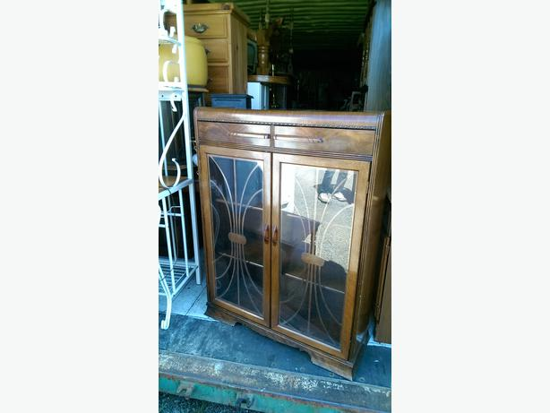 Antique Honderich Display China Cabinet Central Nanaimo