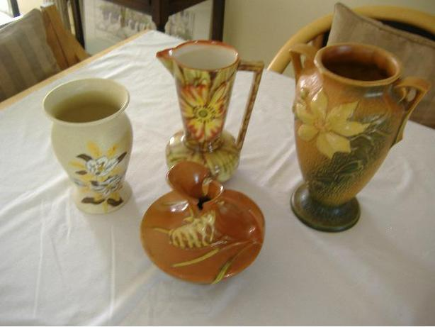 4 VINTAGE COLLECTABLE VASES FOR ONE PRICE (COURTENAY)