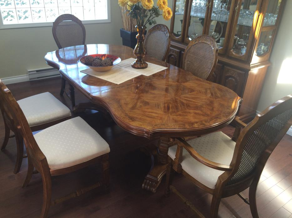 Buffet and hutch plus dining room table and chairs obo for Dining room tables kelowna