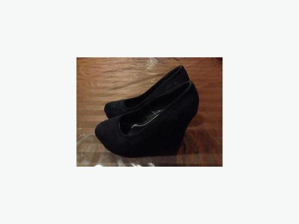 Women's Size 7 Reitmans Wedge Shoes