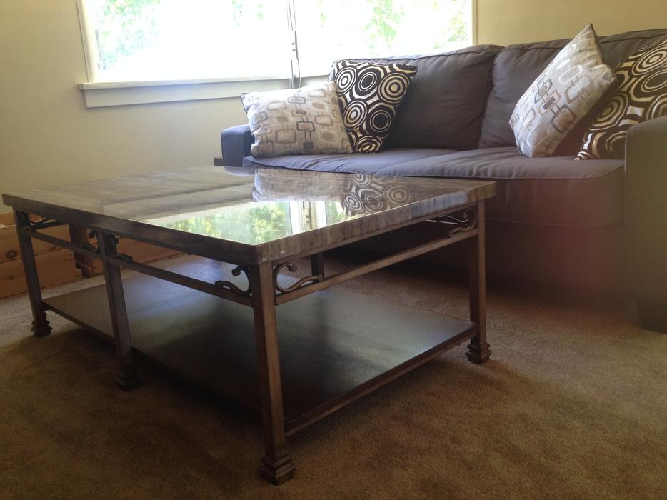 Stylish coffee table victoria city victoria for Coffee tables kelowna