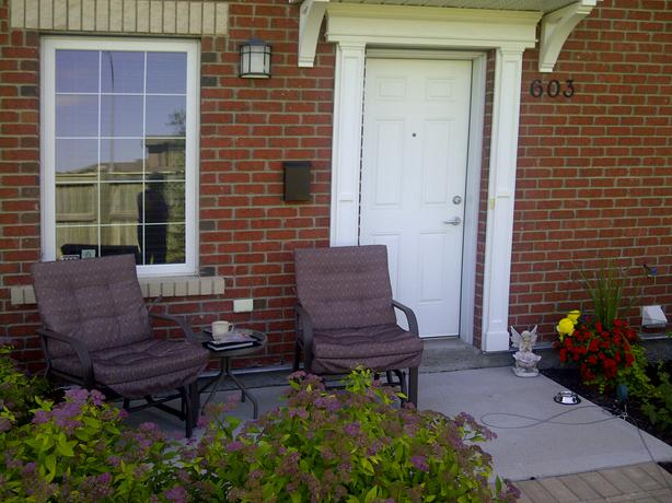 Beautiful European Style Townhouse Condo For Rent South St