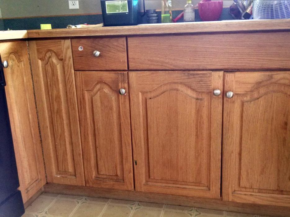 Free kitchen cabinets saanich victoria for Kitchen cabinets victoria