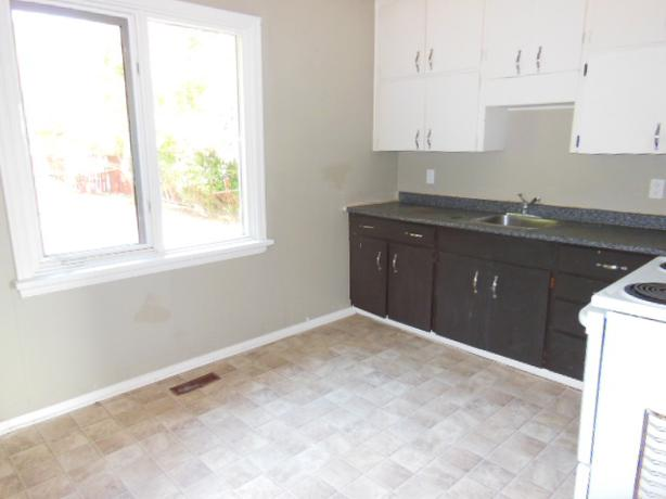 912 elphinstone 3 bedroom finished basement north regina for 3 bedroom with finished basement