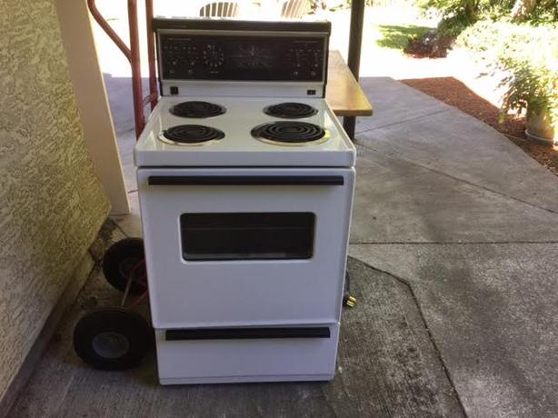 Apartment size stove and range hood Esquimalt & View Royal, Victoria