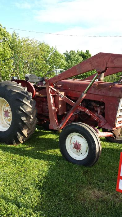 International 240 Tractor : International tractor for parts or repair summerside pei