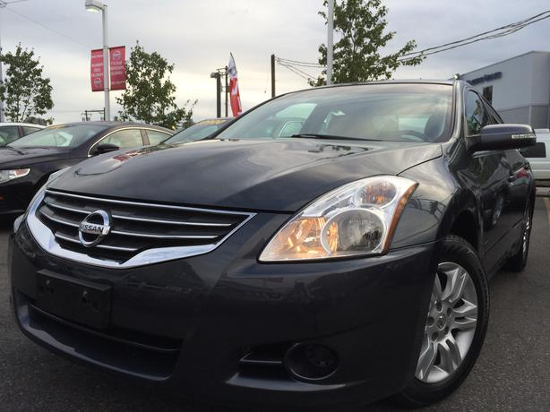 2011 nissan altima hybrid sedan great condition with low. Black Bedroom Furniture Sets. Home Design Ideas