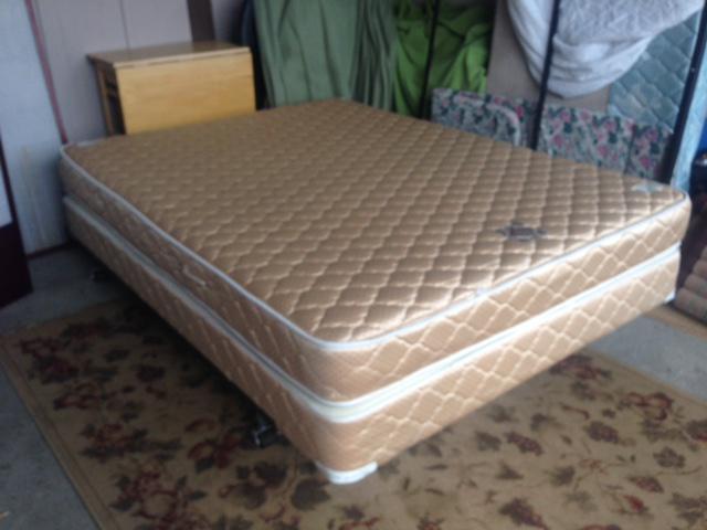 serta queen mattress box spring victoria city victoria. Black Bedroom Furniture Sets. Home Design Ideas