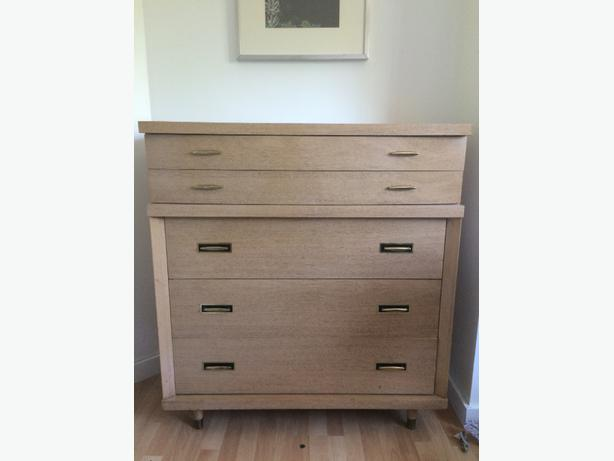 Double bed and matching dresser victoria city victoria for Matching bed and dresser