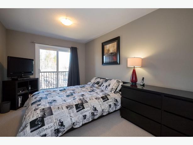 Spectacular 2 bedroom den upper unit 2 parking orleans for 2 bedroom with den