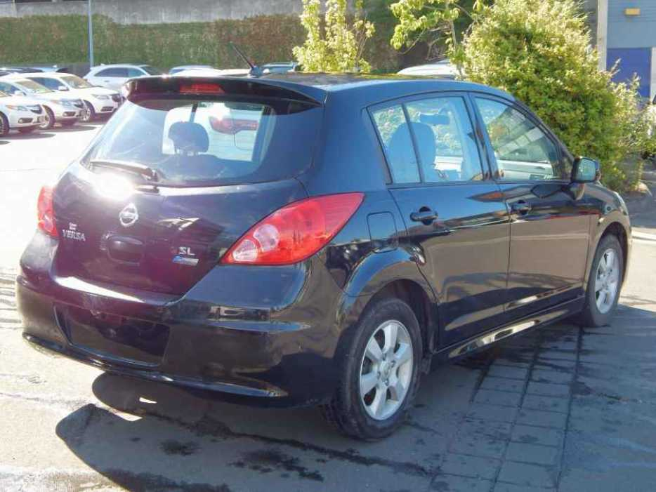 2010 nissan versa 1 8 sl hatchback outside nanaimo. Black Bedroom Furniture Sets. Home Design Ideas