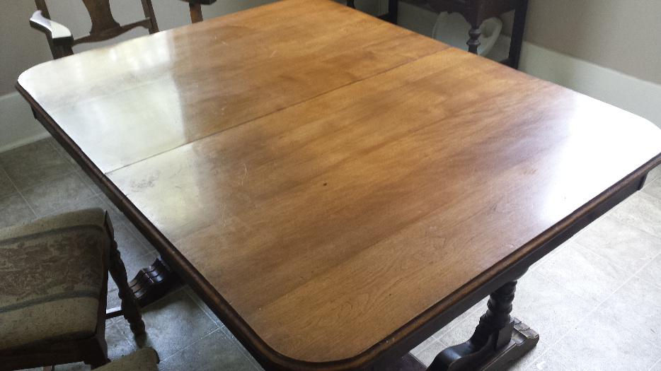 Solid oak dining table victoria city victoria mobile for Dining room tables victoria bc