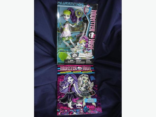 Monster High Ghoul Sports Spectra Vondergeist Doll + Bonus Book