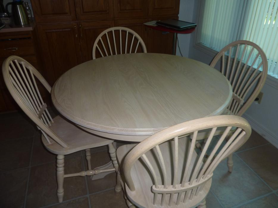 solid oak dining table with 4 chairs nepean ottawa mobile