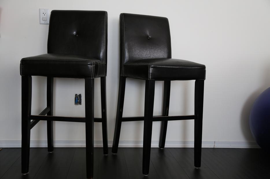 TWO BAR STOOLS West Shore LangfordColwoodMetchosin  : 47638946934 from www.usedvictoria.com size 934 x 622 jpeg 37kB