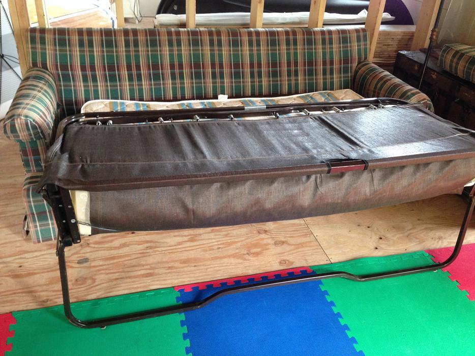 Queen sofa bed saanich victoria mobile for Sofa bed victoria bc