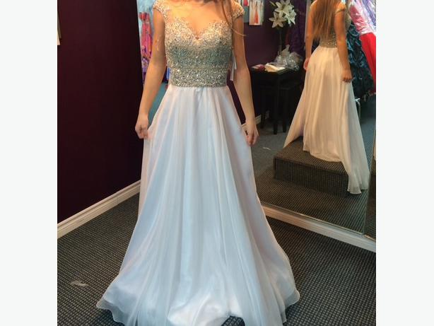 Beautiful And Elegant Prom Or Wedding Dress Aylmer Sector