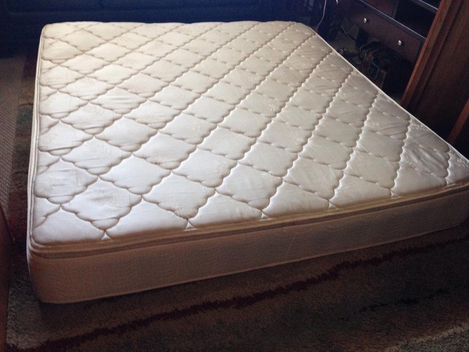 Pillow Top Firm Simmons King Size Mattress Victoria City Victoria Mobile