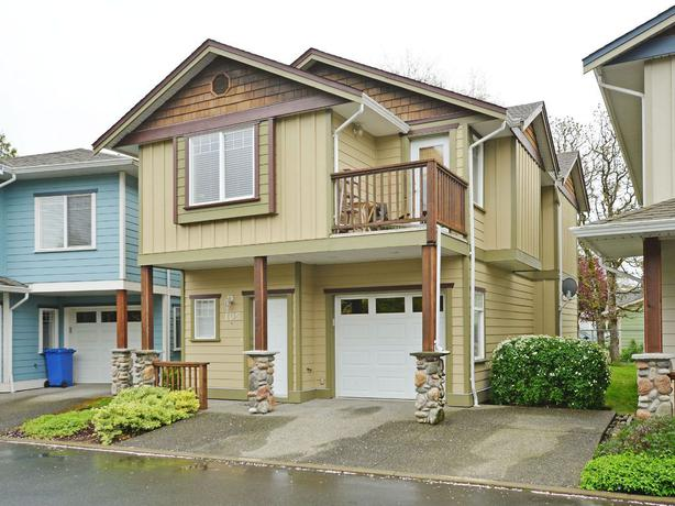 Detached Townhome Your Own Private Space Victoria City