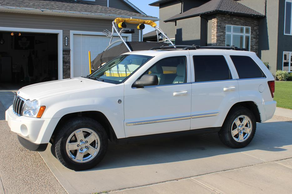 2005 jeep grand cherokee limited 4x4 loaded 5 7l hemi weyburn regina mobile. Black Bedroom Furniture Sets. Home Design Ideas
