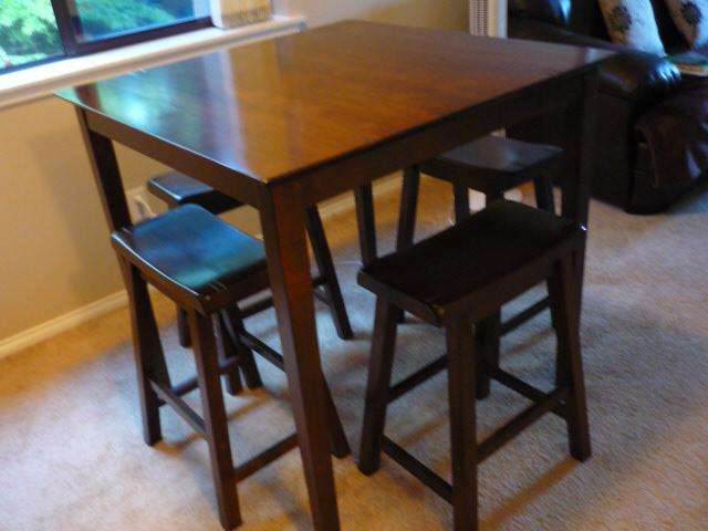 Condo Size Bar Height Bistro Dining Table and Chairs Bar  : 47724703934 from www.usedvictoria.com size 640 x 480 jpeg 36kB