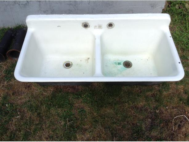 Solid cast iron double sink laundry tub
